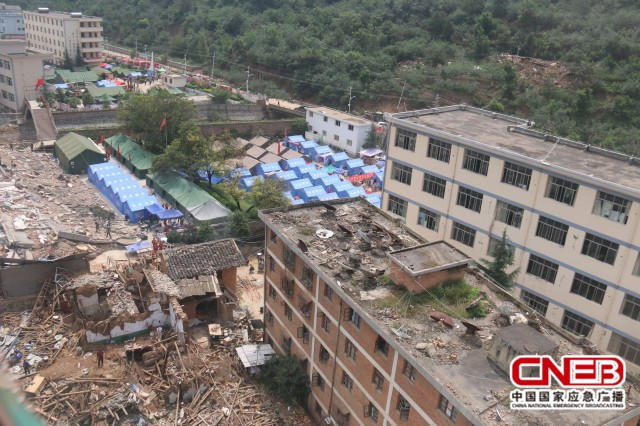 航拍地震后的云南鲁甸县图片