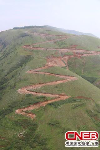 航拍的震中昭通鲁甸县龙头山镇,8月4日,13集团军某陆航旅已成功打图片