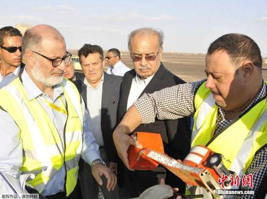 埃及总理谢里夫·伊斯梅尔在当地时间10月31日傍晚举行的新闻发布会上说,在埃及失事的俄罗斯客机的一个黑匣子已经找到,目前已发现129具遇难者遗体。