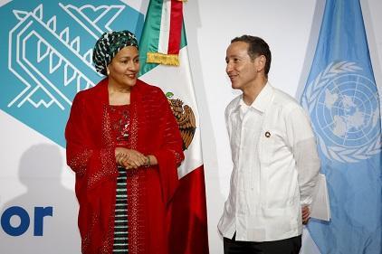 联合国副秘书长阿米娜·穆罕默德(Amina Mohammed)女士与UNISDR首席秘书长减少灾害风险特别代表罗伯特·格拉瑟(Robert Glasser)先生。