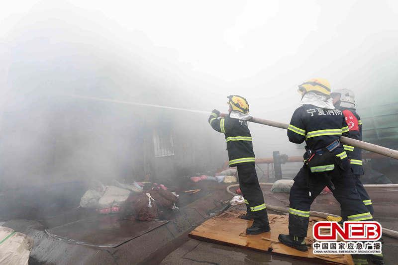 消防官兵緊急趕往現場進行處理