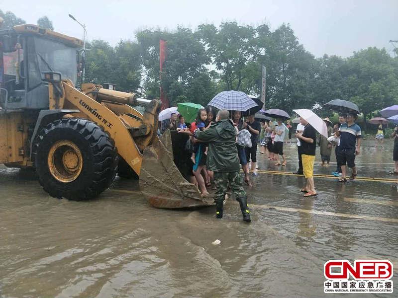 参与救援工作的裴永强。(德阳市消防支队供图)