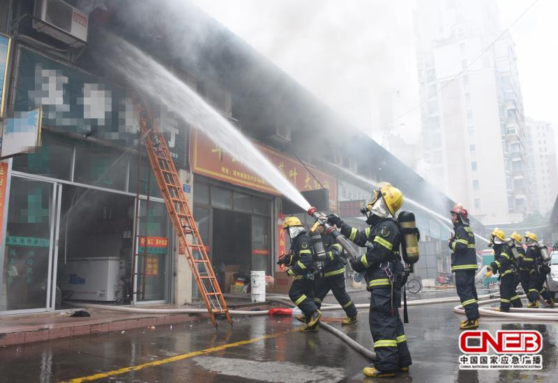 消防官兵救援現場