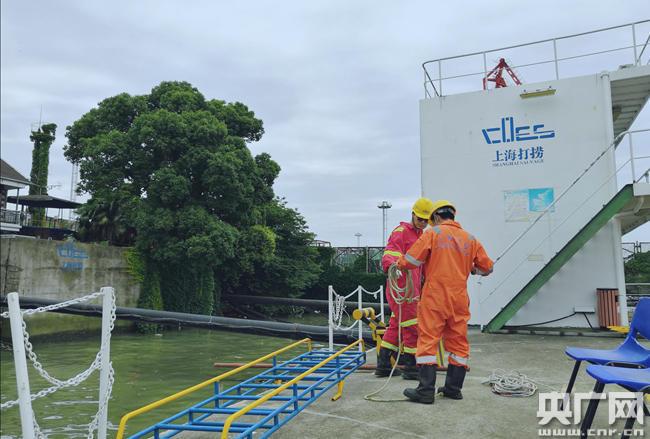 图为上海打捞局潜水员训练基地,摄于黄浦江畔。(央广网记者 陈锐海 摄)